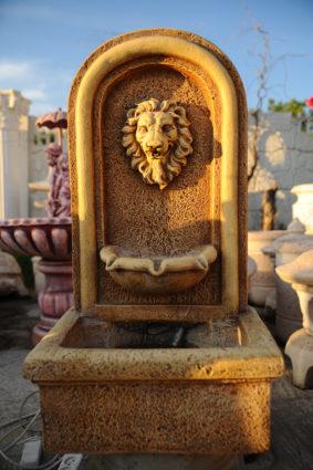 Фонтан  пристенный «лев средний», купить в Крыму и Севастополе