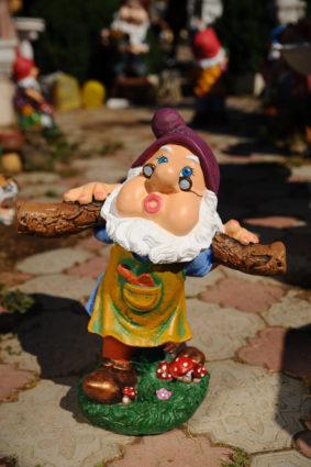 Фигура «Гном с коромыслом», купить в Крыму и Севастополе