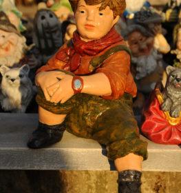 Фигура «Мальчик сидящий», купить в Крыму и Севастополе