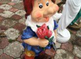 Фигура «Гном с цветами», купить в Крыму и Севастополе